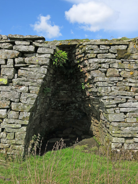 Lime kiln east of Clarty Lane - arch