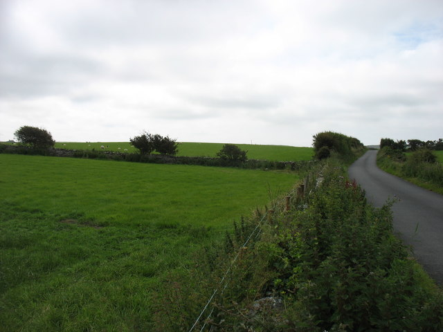 The lane from Cemlyn to the A5025