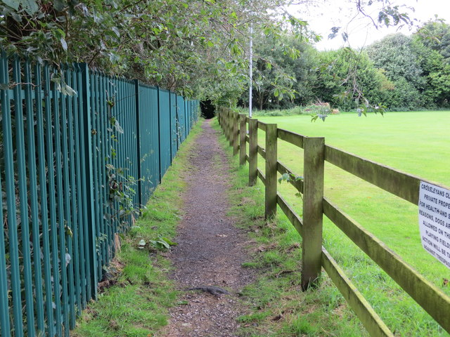 Enclosed footpath across Old Crossleyans RUFC grounds linking Broomfield Avenue to Wood End Close