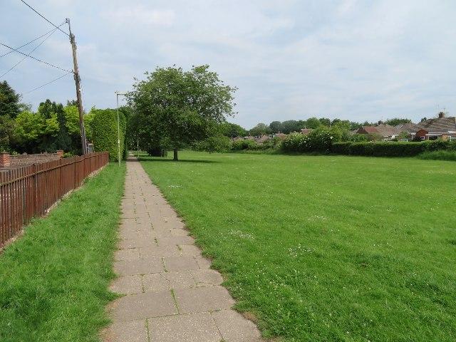 Footpath to Stratton Park