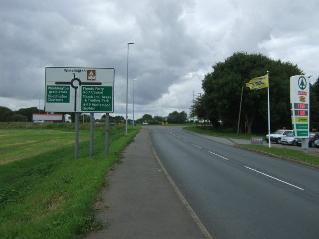 Wimblington Road (B1101) approaching the A141