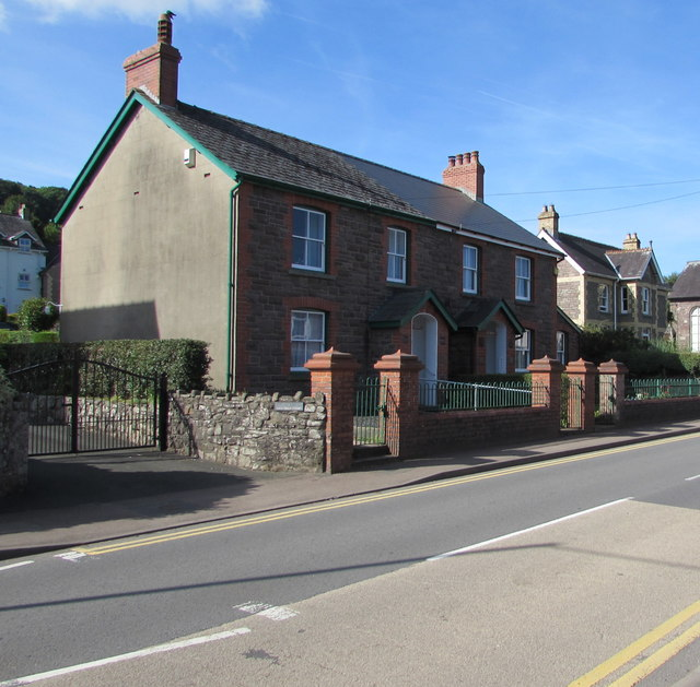 Main Road houses, Gilwern