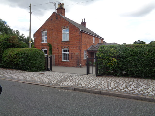 House on The Knoll, Broad Common
