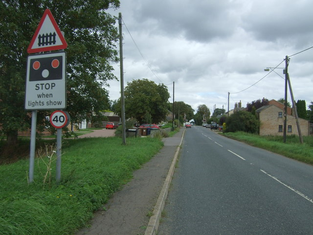 Approaching the level crossing on the B1093
