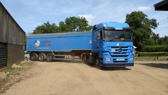 Bulk lorry