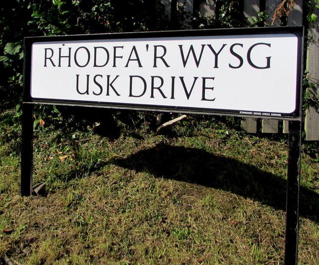 Bilingual name sign on a Gilwern corner