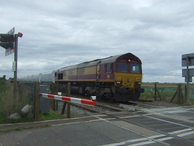 EWS Class 66, No. 66089 approaching Welney Road Level Crossing, Manea