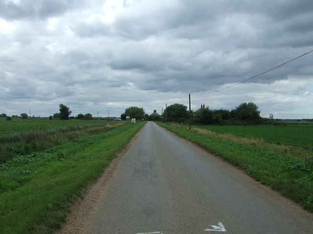 Looking south west on Long North Fen Drove