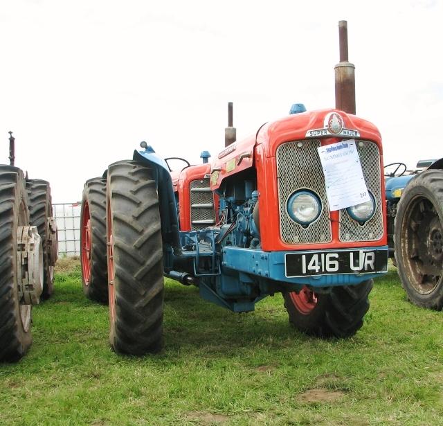 1961 Doe Triple D tractor