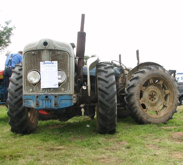 1963 Doe Triple D tractor
