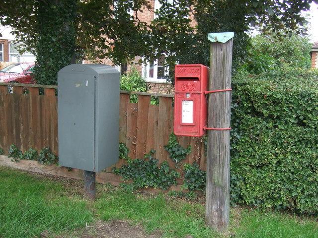 George VI postbox on London Road, Chatteris