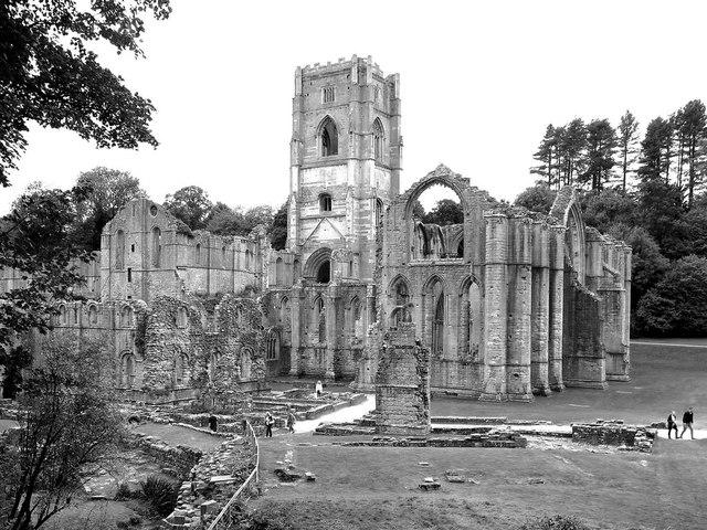 Fountains Abbey (monochrome)