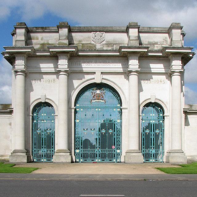 The City of Nottingham War Memorial gates