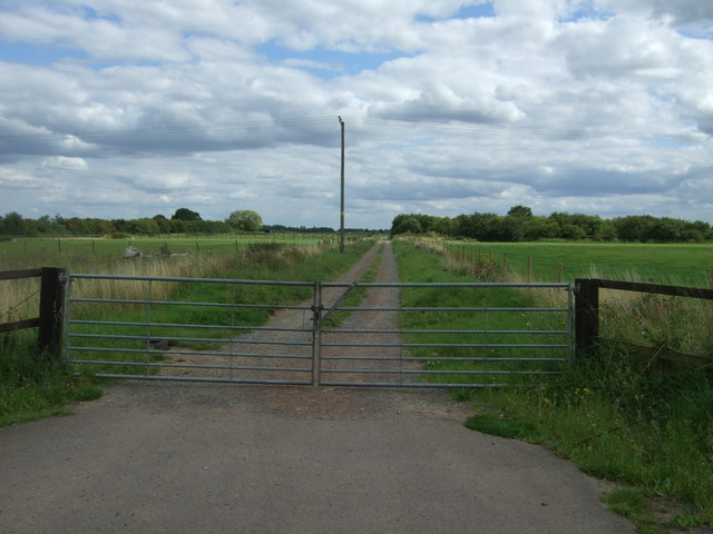 Gated track, Church End