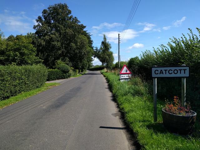 Road entering Catcott, heading east