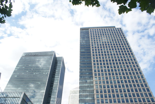 View of the J. P. Morgan building and One Canada Square from the footbridge over South Quay