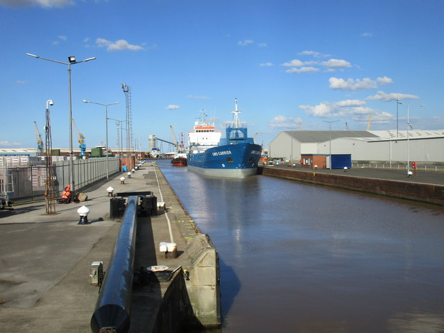 MV Swe Carrier entering the lock from King George Dock
