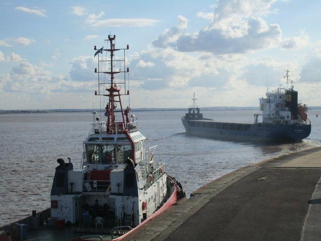 MV Swe Carrier entering the Humber