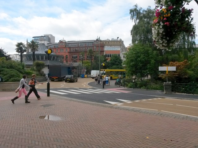 Bournemouth: new zebra crossing at The Square