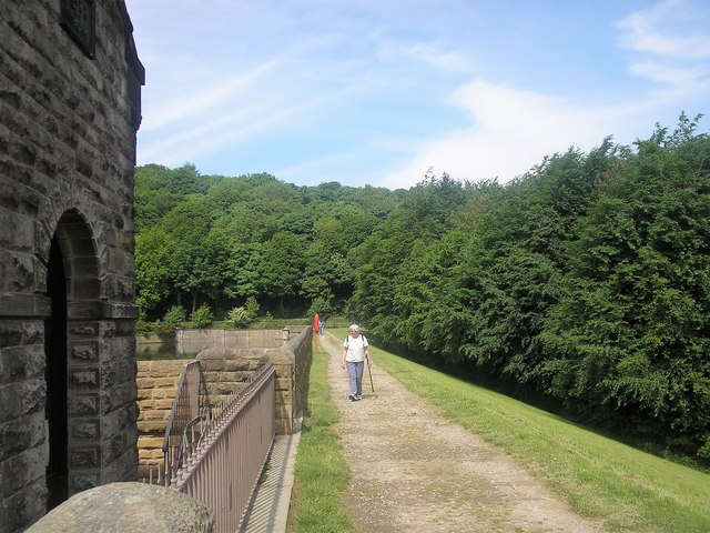 Linacre Reservoir middle dam
