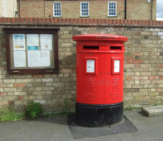 Double aperture Elizabeth II postbox on High Street, Cottenham
