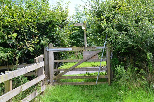 Gate and sign, footpath to Denholm
