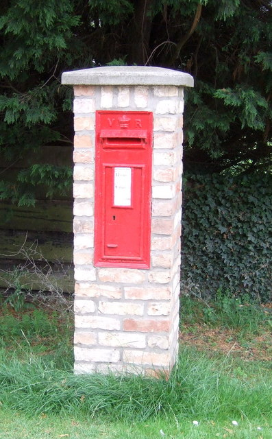 Victorian postbox, Sutton Gault