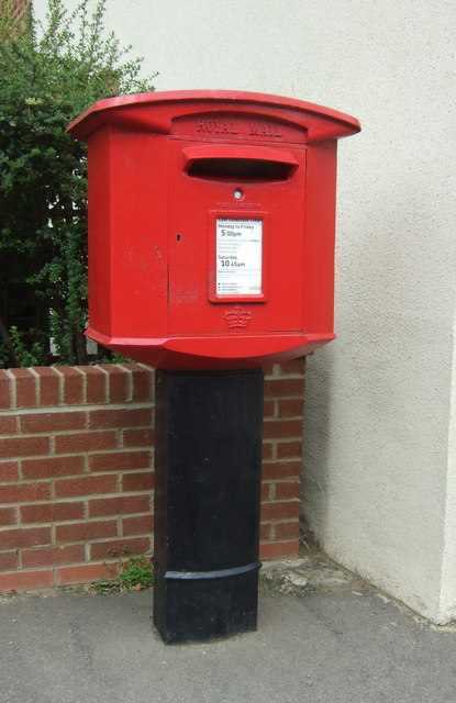 Elizabeth II postbox on High Street, Wilburton