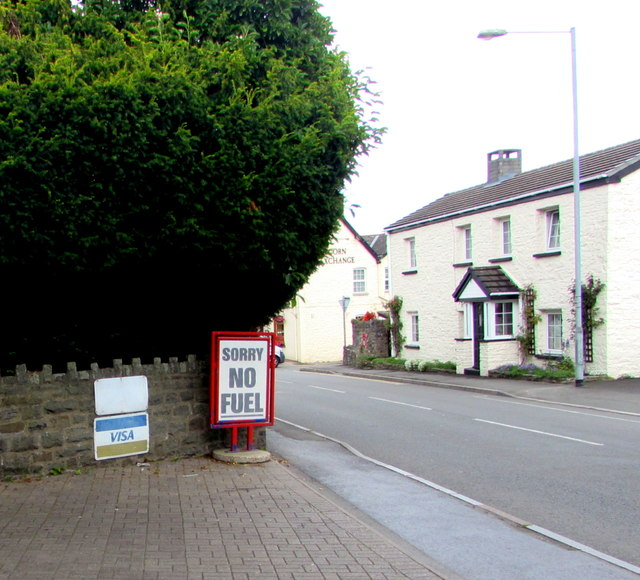 SORRY NO FUEL notice facing Crickhowell Road, Gilwern