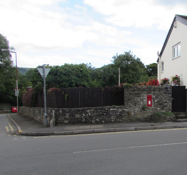 Wall-mounted postbox, Crickhowell Road, Gilwern
