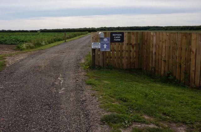Private farm road to Rotsea Carr Farm
