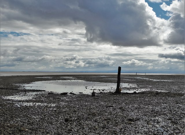 Old mooring posts and the shoreline at Carsethorn (I)