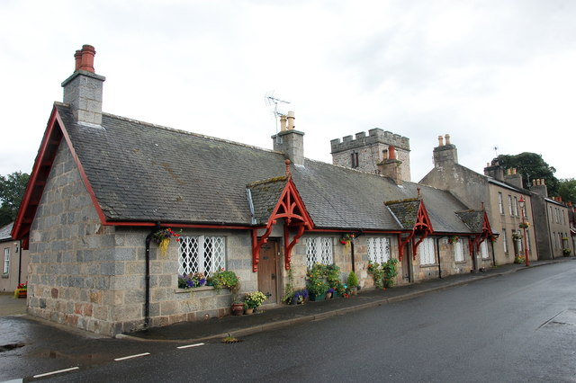 9-11 The Square, Monymusk