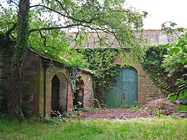 An old barn and cart shed at Newton Reigny