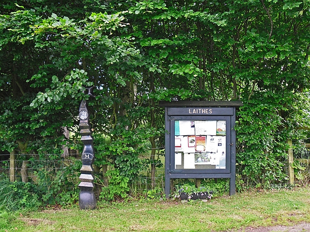 Cycle milepost and community noticeboard, Laithes