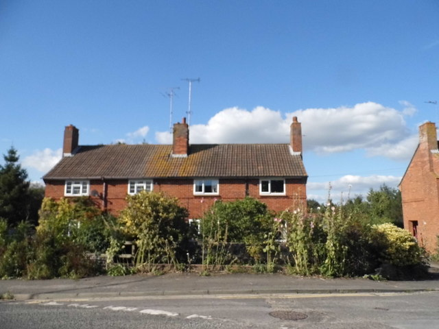 Houses on Cotmore Gardens, Thame