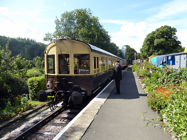 A train for Buckfastleigh leaving Staverton