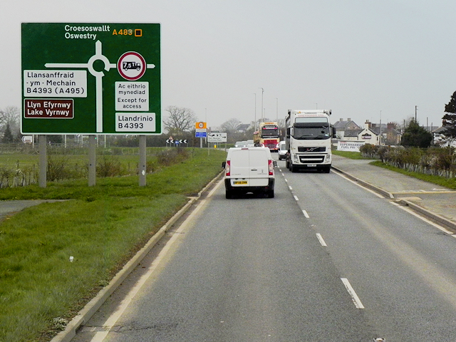 Northbound A483 approaching Four Crosses
