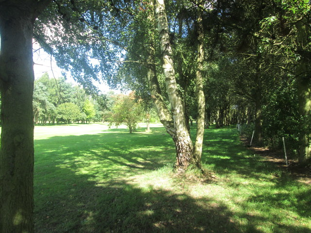 Footpath at the eastern end of Easingwold Golf Course