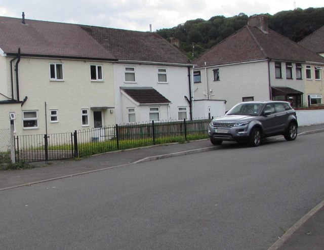 Common Road houses, Gilwern