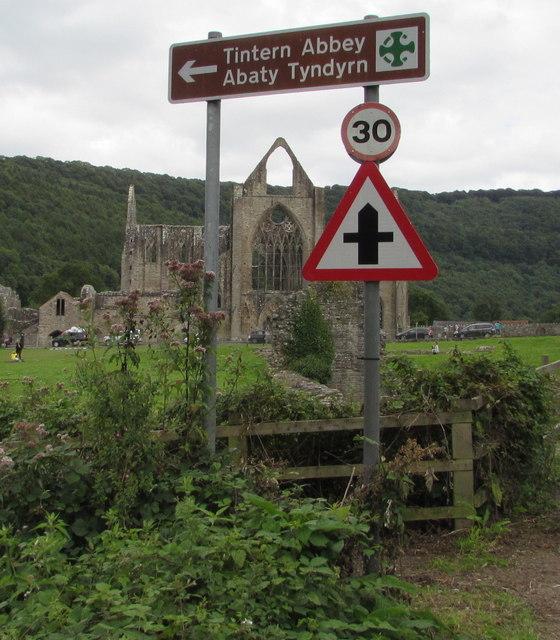 Tintern Abbey/Abaty Tyndyrn direction sign