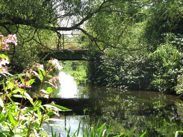 Footbridge over the River Colne northeast of Palmer's Moor Farm
