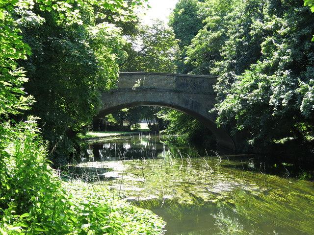 The Iver Lane bridge over the River Colne