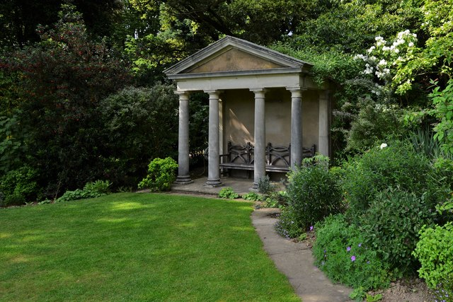 Kiftsgate Court Garden: Classical-styled building serving as a seating area