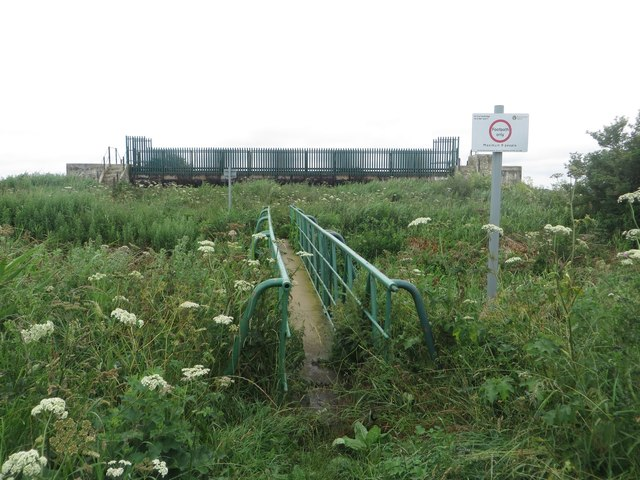 Footbridge over Holderness Drain