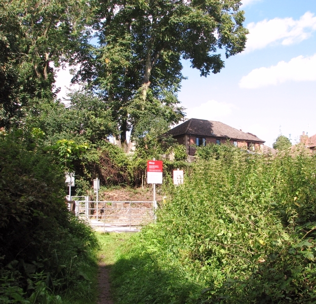 Railway crossing to Church Lane