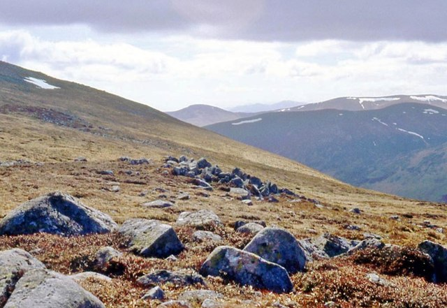 A scatter of boulders on the side of Creag Leacach