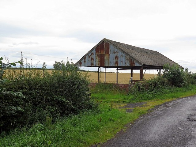 Old barn near Loanend House