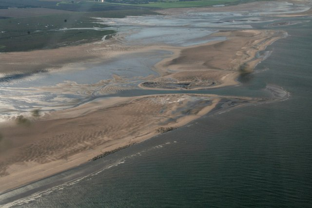 Grey Seals hauled up between Donna Nook and Somercotes Haven: aerial 2017