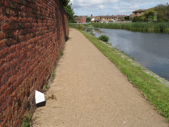 The Leeds-Liverpool Canal and the 3¼ Miles milepost